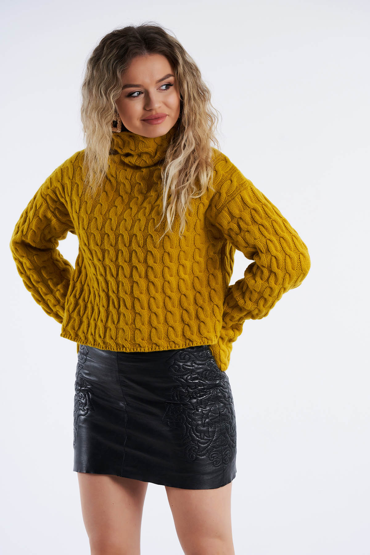 Pulover din tricot, Mustar